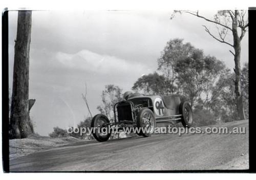 Templestowe HillClimb 7th September 1958 - Photographer Peter D'Abbs - Code 58-T7958-048