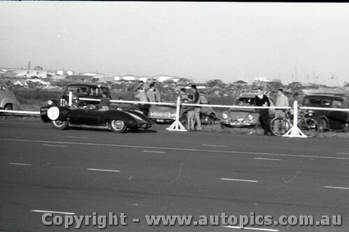Fishermans Bend 16th June 1957 - Photographer Peter D'Abbs - Code FB16657-17