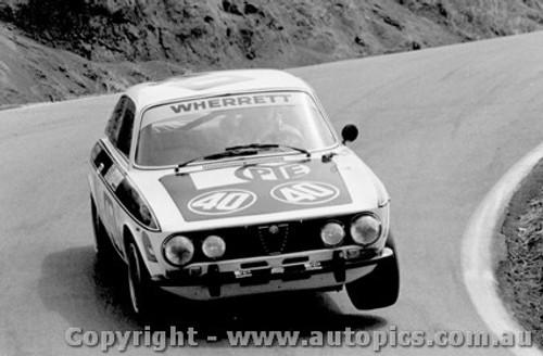 76743 - P. Wherrett / D. Jones Alfa Romeo GTV - Bathurst 1976
