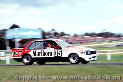 81008 -  Peter Brock  Holden Commodore VC  - Sandown 1981