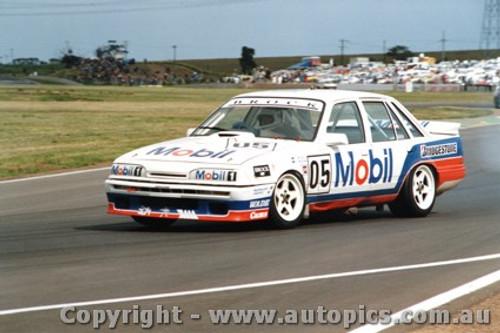 87005  -   Peter Brock Commodore VL - Calder 1987