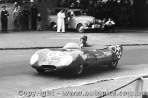 58405 - J. Leighton Lotus XI - Albert Park 1958