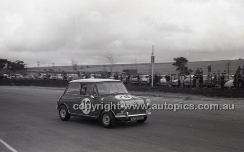 Calder 1965 - Photographer Peter D'Abbs - Code 65-PD-C24165-005
