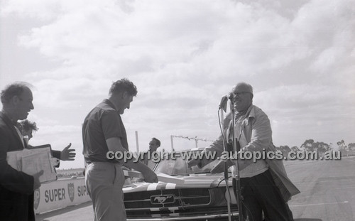 Calder 1965 - Photographer Peter D'Abbs - Code 65-PD-C24165-017