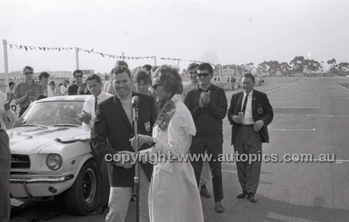 Calder 1965 - Photographer Peter D'Abbs - Code 65-PD-C29865-062