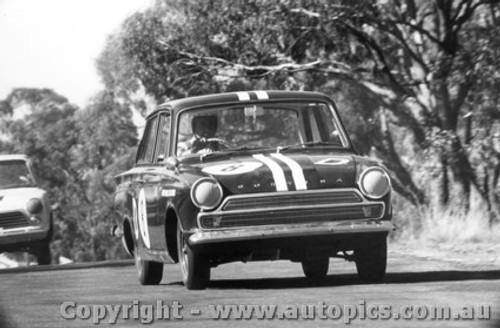 65724 - Walker / Kennedy  Ford Cortina GT 500 -  Bathurst 1965