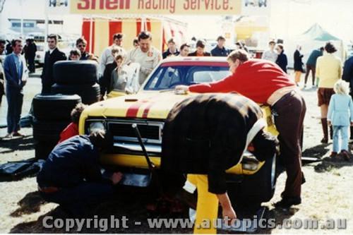 71034 - Norm Beechey Holden Monaro - Lakeside 1971  - Photographer John Heselwood