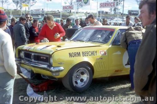 71035 - Norm Beechey Holden Monaro - Lakeside 1971  - Photographer John Heselwood
