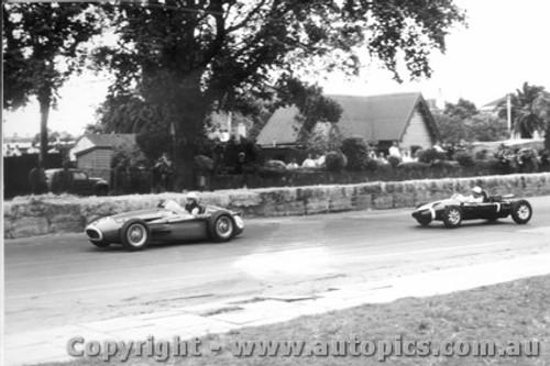 58510 - S. Jones Maserati 250F / S. Moss  Cooper - Albert Park 1958