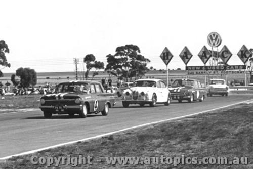 64010 - Beechey EH  Holden / Jane Jaguar / McKeown Cortina - Calder 1964