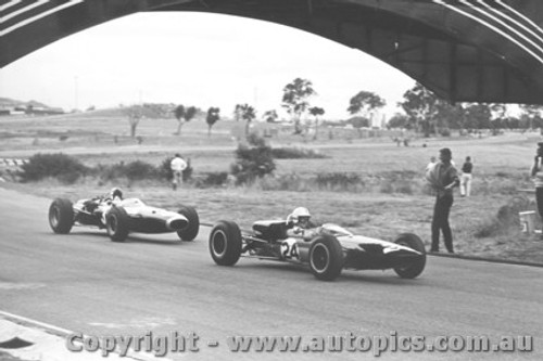 66526 - Ian Cook Elfin and J. Stewart BRM - Sandown 1966