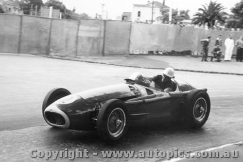 58514 - S. Jones Maserati 250F - Albert Park 1958