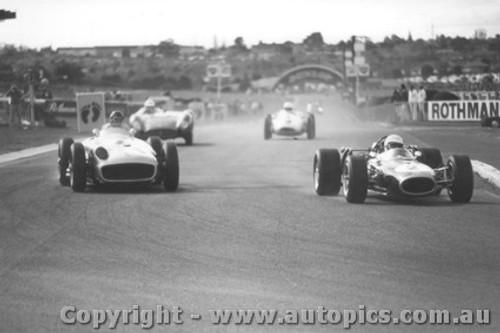 78511 - Juan Manuel Fangio  Mercedes W196 Silver Arrow / Jack Brabham BT19 Brabham - Sandown 1978