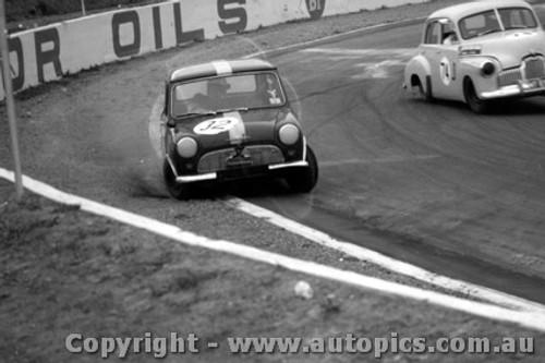 64013 - W. Jones Morris 850 and F. Tilley FX Holden - Oran Park 1964