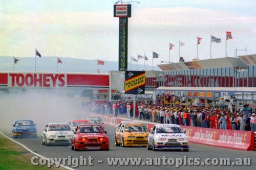 89725 - Start of the 1989 Bathurst - Brock / Johnson / Longhurst / Niedzwiedz / Seton all in Ford Sierra s