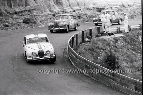 Bob Jane, 3.8 Jaguar - Catalina Park Katoomba - 8th November 1964 - Code 64-C81164- 4