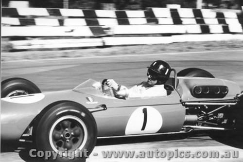 65520 - Graham Hill  Brabham - Sandown Tasman Series  1965