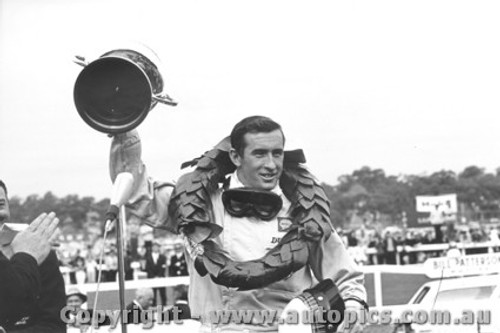 66533 - Jackie Stewart Winner of the Sandown 1966 Tasman