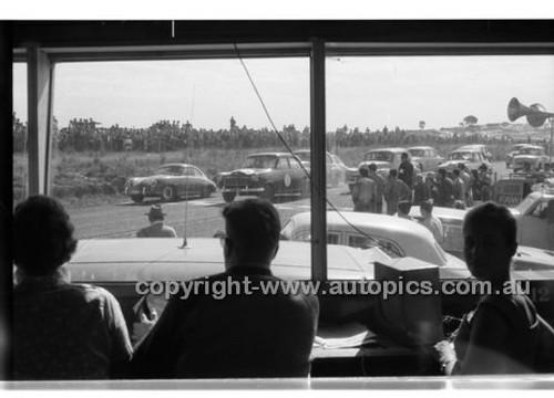 Bob Holden, Repco Holden - Phillip Island - 1958 - Code 58-PD-PI-58-001
