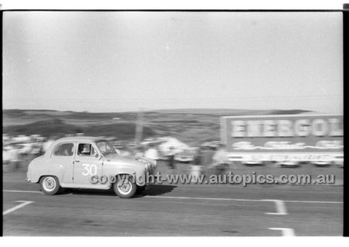 B. Muir, Austin A30 - Phillip Island - 26th December 1958 - 58-PD-PI261258-065