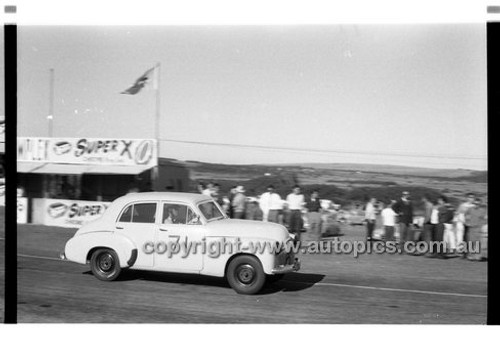 J. Reaburn, Holden - Phillip Island - 26th December 1958 - 58-PD-PI261258-068