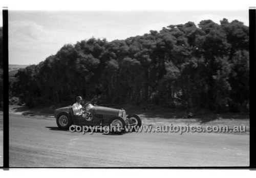 F. Elkins, Bugatti - Phillip Island - 26th December 1958 - 58-PD-PI261258-150