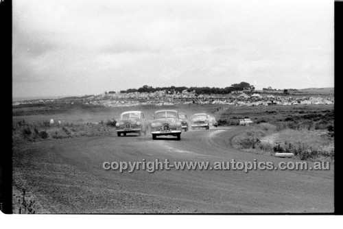 K. driscoll, Holden FX - Phillip Island - 13th December  1959 - 59-PD-PI231259-114