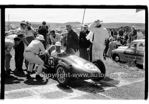 J. French, Faux Pas - Phillip Island - 14th March 1960 - 60-PD-PI14360-036