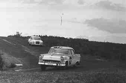 61709 - P. Boyde-Squires /  P. Will / P. White  Ford Customline - Armstrong 500 Phillip Island 1961