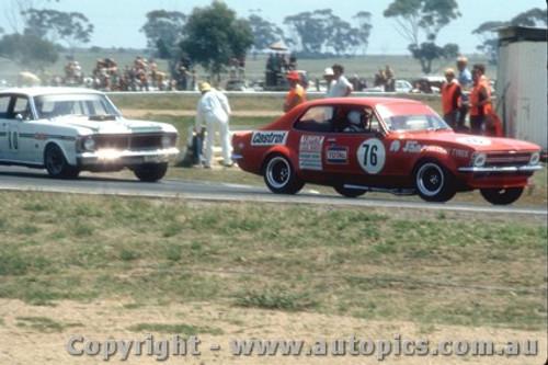 72062 - Bob Jane  V8 Torana & Ian  Pete  Geoghegan  Super Falcon - Calder 1972