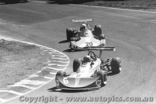 76504 - D. Clough Elfin 700 / G. Scott Cheetah MK5 - Amaroo Park 1976