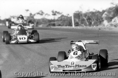 77506 - D. Clough Elfin 700 / C. Gibbs Rennmax - Amaroo Park 1977