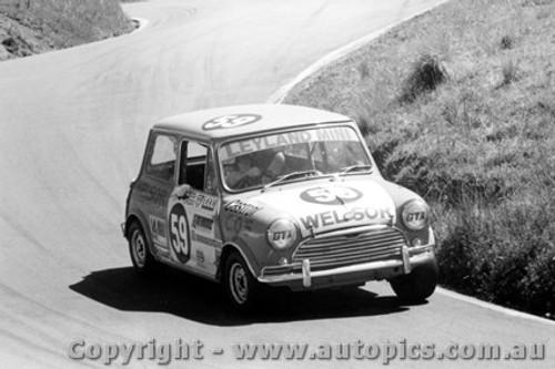 75744 - C. OShanesy / D. Booth Morris Cooper S - Bathurst 1975