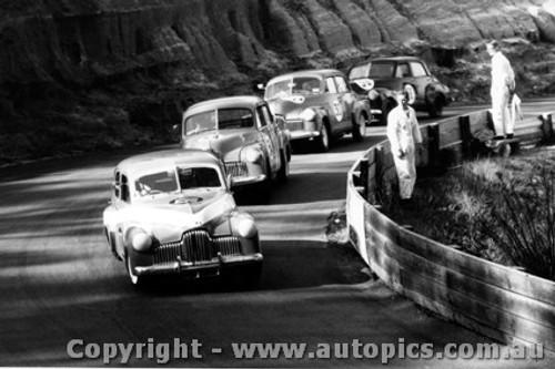 65036 - G. Moore / W. Weldon / B. Stewart / D. Smith all driving Holden FX - Catalina Park Katoomba 1965