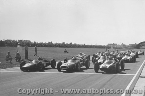 62506 - Start of the 1962 International - Sandown #1 Brabham Cooper / #10 B. McLaren Cooper / #3 J. Surtees Cooper / #5 C. Daigh Scarab