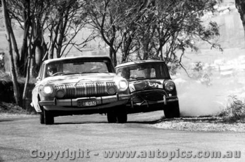 67733 - Sharp / Derriman -  63 Dodge Phoenix Auto  Hopkirk / Foley Morris Cooper S - Bathurst 1967