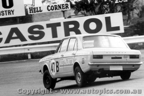 68723 - Joe Butta / Bob Genders - Hillman Arrow - Bathurst 1968
