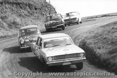 68725 - Clive Hodgins / Stan Pomroy Valiant V8 Auto - Radford / Seldon Morris Cooper S - Garth / Stewart and Roxburgh / Whiteford Datsun 1600 - Bathurst 1968