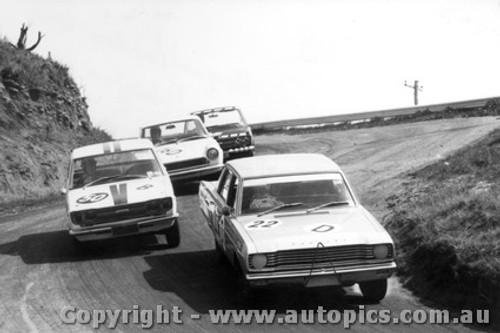 68726 - Clive Hodgins / Stan Pomroy Valiant V8 Auto - John Roxburgh / Doug Whiteford Datsun 1600  - Tuckey / Grice Fiat 124s - Bathurst 1968