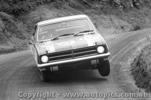 68727 - Paul Hawkins / Bill Brown Holden Monaro GTS 327 - Bathurst 1968