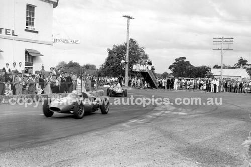 59632 - Alec Mildren Cooper T43 Climax & Len Lukey, Cooper T45 Climax - Australian Grand Prix, Longford 1959