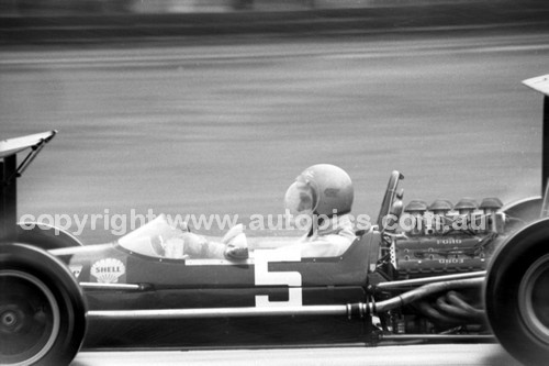 69555 - Piers Courage - Brabham BT24 - Tasman Series - Warwick Farm 19th February 1969 - Photographer John Lindsay