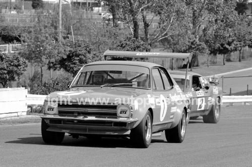 71917 - Bob Jane, Torana V8 & Allan Moffat Trans AM Mustang - Sandown 1971-  Photographer John Lindsay