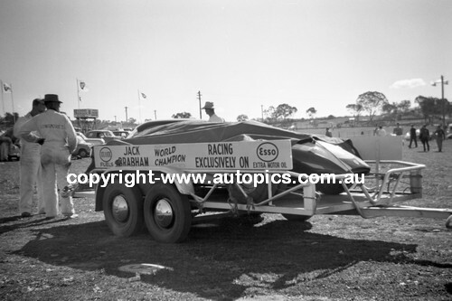 60038 - Jack Brabham's Cooper Climax Transporter- Bathurst 3rd October 1960 - Photographer Lance Lowe