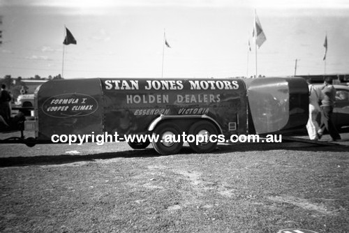 60039 - Stan Jones Cooper Climax Transporter- Bathurst 3rd October 1960 - Photographer Lance Lowe