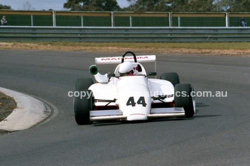 87061 - Neil Israel, Magnum 863 - Sandown 1987 - Photographer Peter D'Abbs