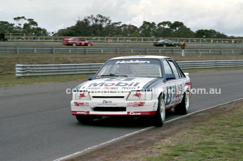 86073 - John Harvey / Neal Lowe, VK Commodore  - Sandown Castrol 500 1986 - Photographer Peter D'Abbs
