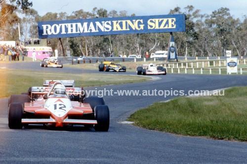81113 - Garrie Cooper, Elfin MR9 - Sandown 22nd February 1981 - Photographer Peter D'Abbs