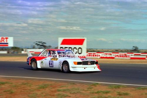 81107 - John Bowe, Mercedes - Calder 1981 - Photographer Peter D'Abbs