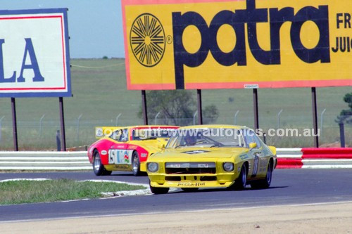 81103 - Peter Finch, Holden Monaro & Jim Richards, Falcon - Calder 8th November 1981 - Photographer Peter D'Abbs